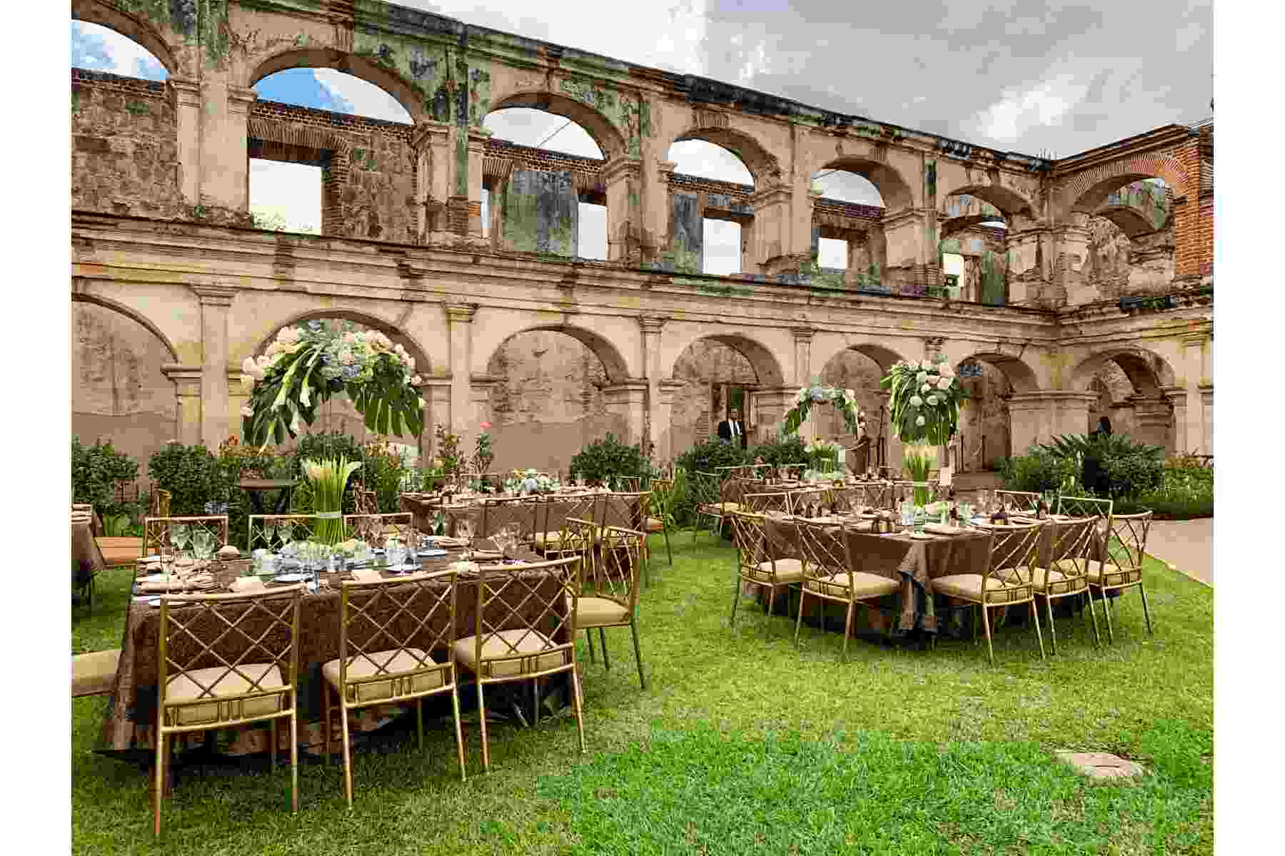 WEDDING IN THE BEAUTIFUL ANTIGUA, GUATEMALA
